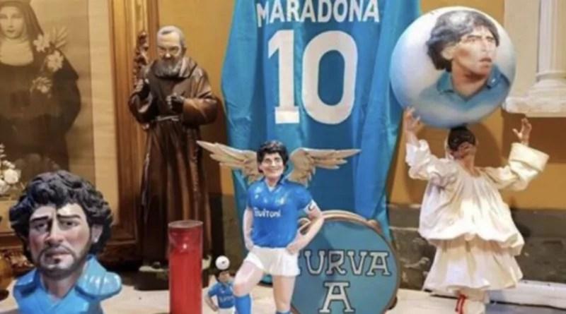 San Gregorio Armeno, la via dei pastori di Napoli, è deserta per l'emergenza Covid, ma tra i pastori spunta l'omaggio a Maradona. #Napoli #LaViaDeiPastori #SanGregorioArmeno #Maradona