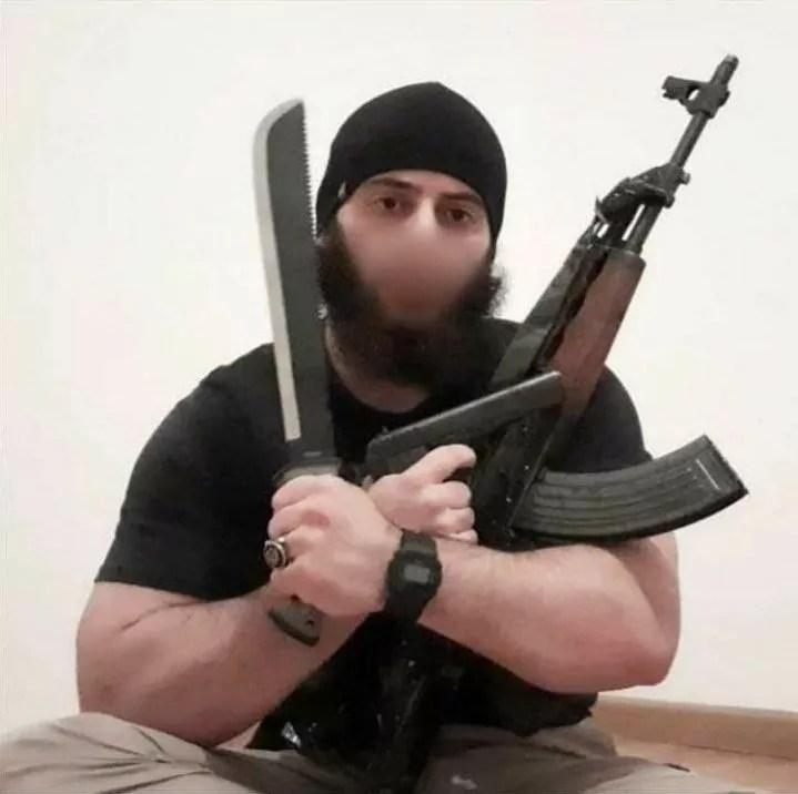Il terrorista che il 2 novembre ha compiuto l'attacco a Vienna (ph. da Instagram).