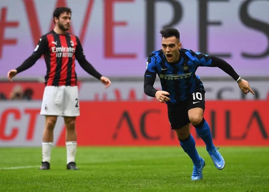Serie A, Lautaro esulta: Milano è nerazzurra. Inter prima. Si ferma la Roma, perde il Napoli, la Juventus è terza. (credit Inter Official Website Photo Gallery)