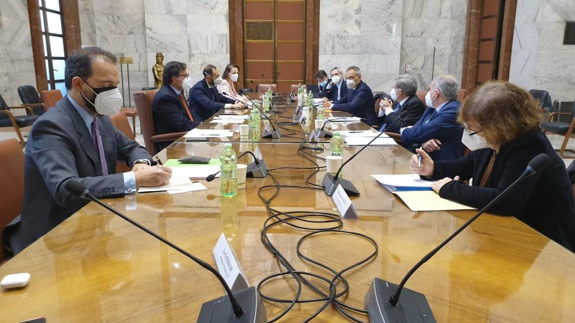 Il tavolo su Alitalia e ita che si è tenuto oggi al Mise.