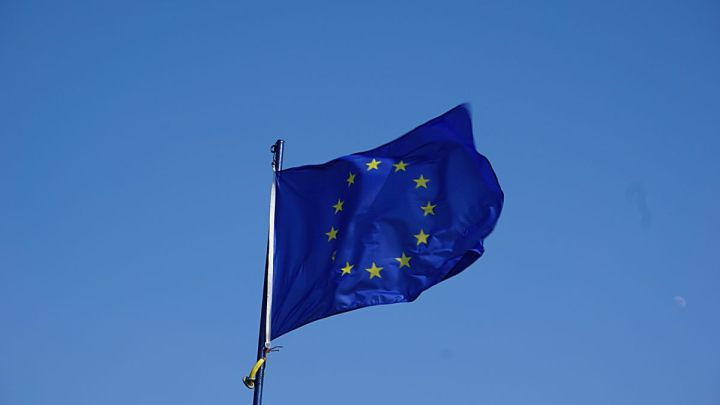 bandiera europa italpress
