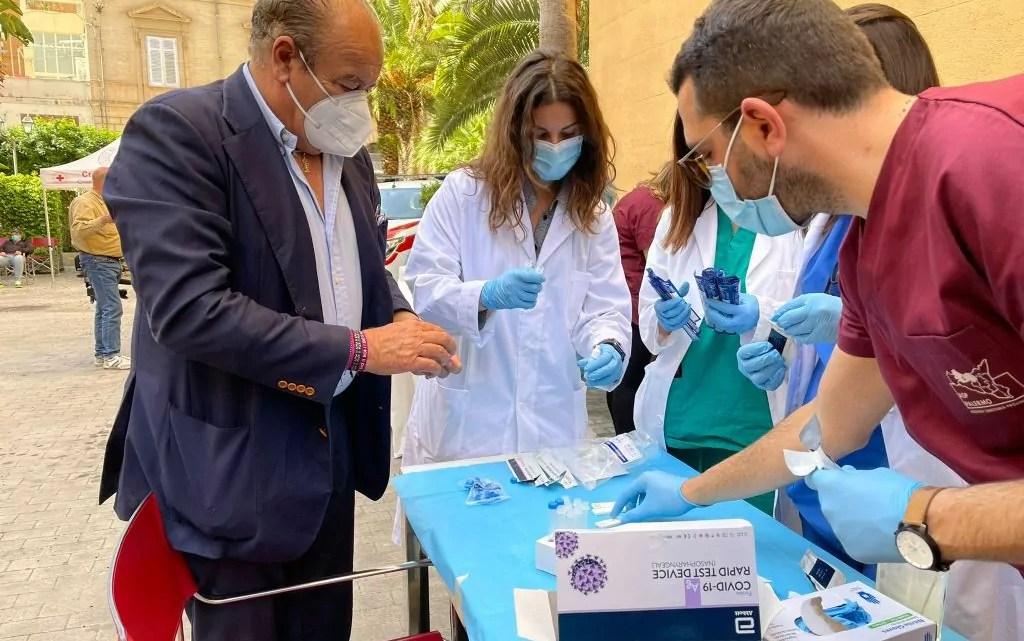 Palermo vaccinazioni senza dimonra Italpress