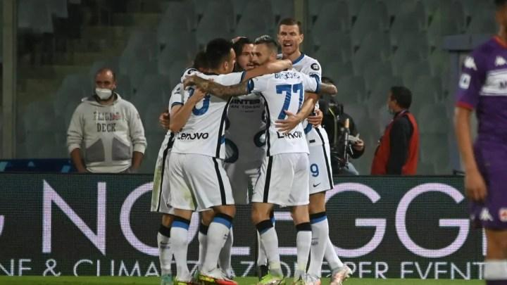 Fiorentina-Inter, 1-3: vantaggio di Sottil, poi l'Inter dilaga nella ripresa. Dzeko strepitoso: prima aiuta nel pareggio di Darmian, poi sigla il 2-1. Perisic chiude all'87esimo.