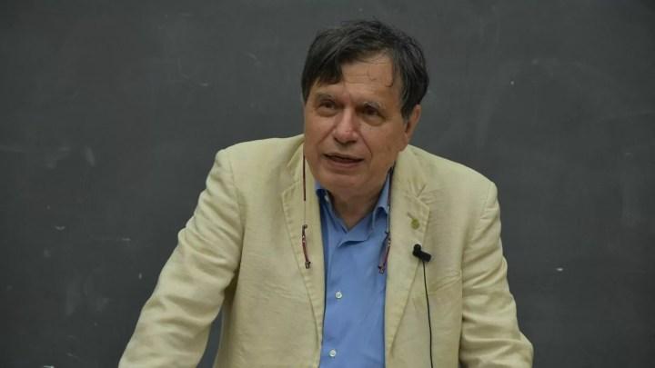"""Giorgio Paris Giorgio Parisi vince il Nobel per la Fisica 2021: la ricerca sulla 'correlazione tra disordine e fluttuazioni nei sistemi fisici dall'atomo alla scala planetaria'. In Italia, è il primo dal 1984. """"Non ci speravo, ma un po' me l'aspettavo."""""""