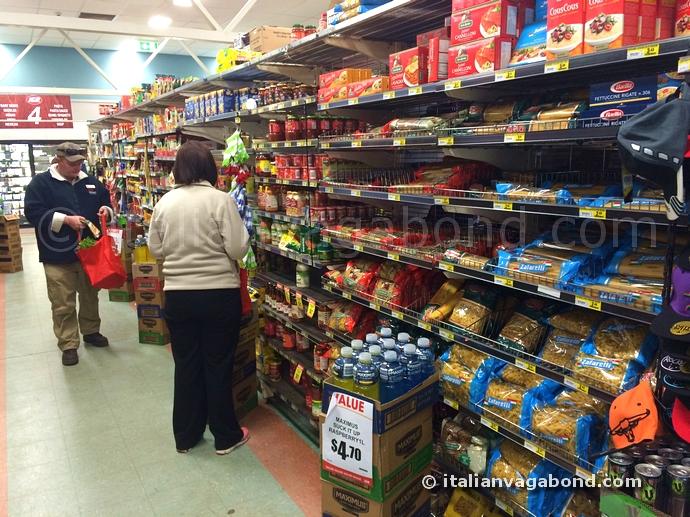 ayers_rock_resort_supermarket
