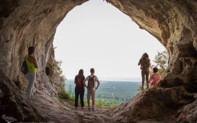 Escursione verso la Grotta dei Millenari