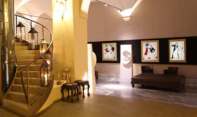 Salon lounge du Borghese Palace Art Hotel (Florence) avec galerie d'art