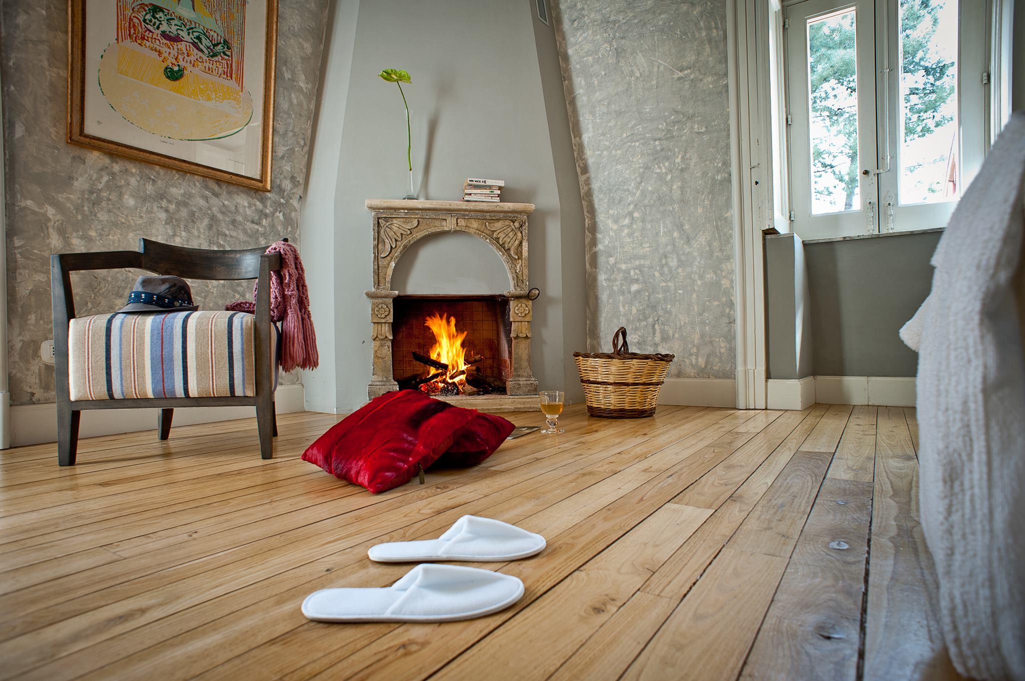 Monaci delle Terre Nere, hotel de charme en Sicile : le charme d'une cheminée