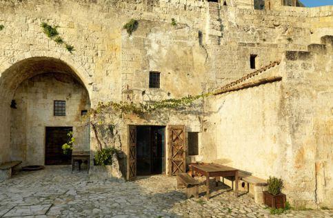 Le-Grotte-Della-Civita-8