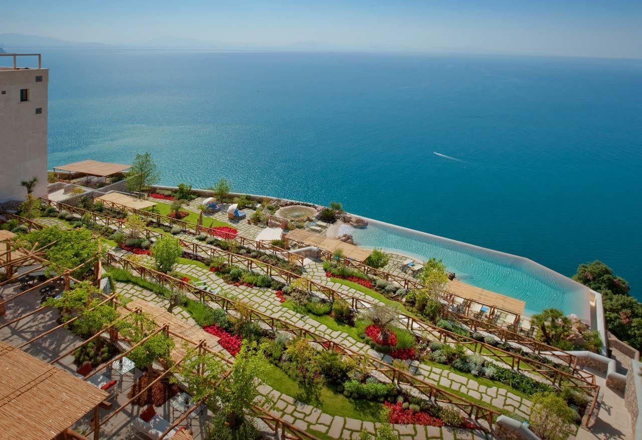 Hôtel romantique en bord de mer, côte amalfitaine Italie