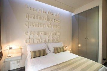 Santa Brigida, Boutique Hotel Naples Italie : Espace dédiéSanta Brigida, Boutique Hotel Naples Italie : Chambre Design
