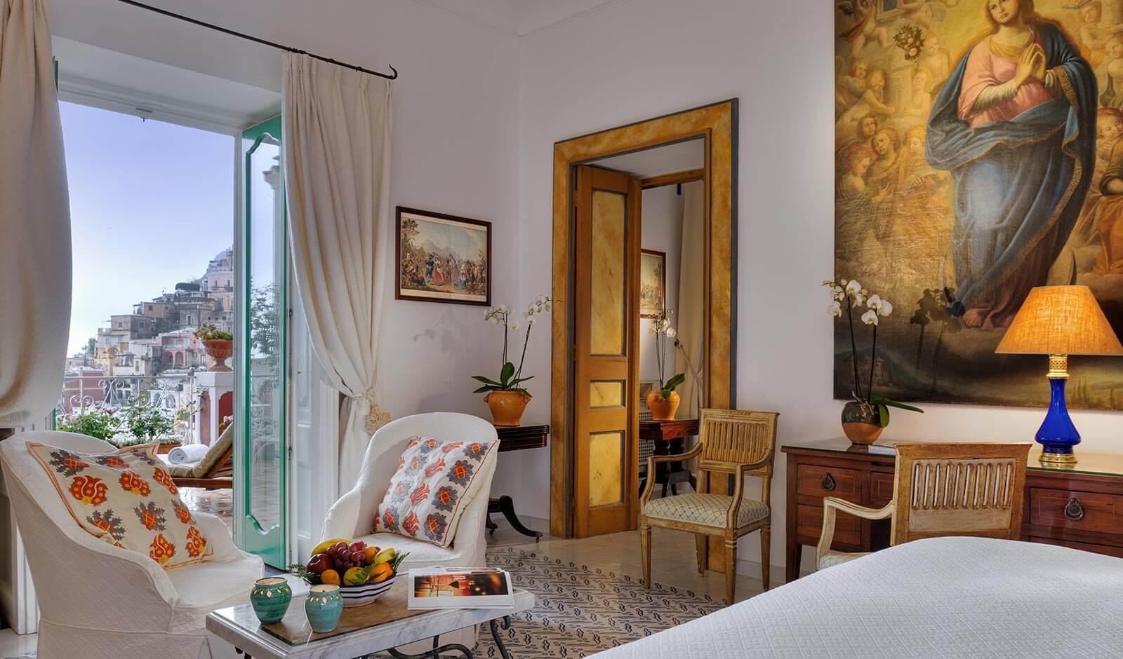 Le salon d'une Suite de l'hôtel Sirenuse (Positano, Italie)
