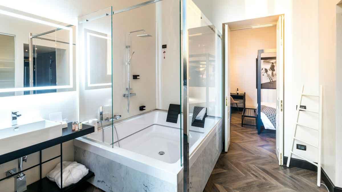 The H'All Tailor Suite Rome : Suite (salle de bain)