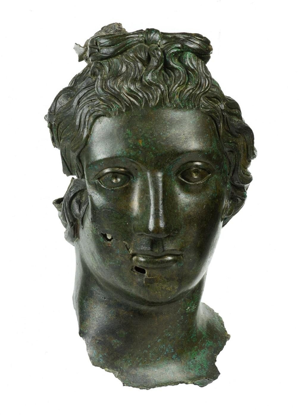 Het hoofd van Rosmerta gevonden in een waterput bij een Mercuriusheiligdom vlakbij Mainz