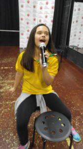 Sofia en clases de canto