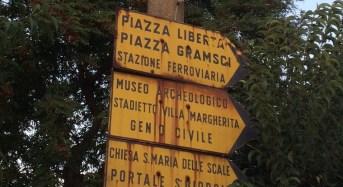 Ragusa, tabelle segnaletiche turistiche degradate in viale Del Fante