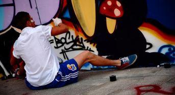 Roma. Il mistero delle bombolette decorate lasciate in strada: Opera del writer Broes in campo per il riciclo creativo