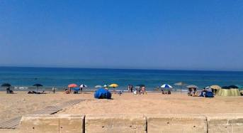 Acate. Predisposta dall'Ufficio Tecnico la pulizia della spiaggia di Marina di Acate.