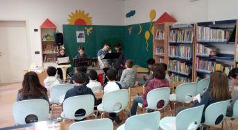 """Concordia sulla Secchia. Un sabato da favola in Biblioteca: """"Io, la giraffa e il pellicano""""."""