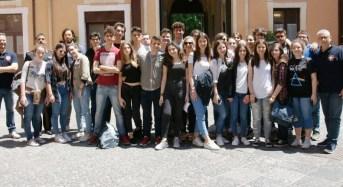 """Catania. Gli studenti del Liceo Classico """"Mario Cutelli"""" in visita al Comando Provinciale"""