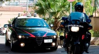 Danneggia bar e aggredisce i carabinieri. Arrestato