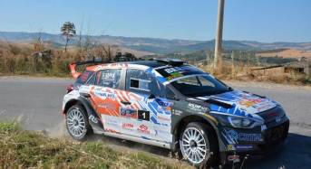 Totò Riolo su Hyundai i20 R5 sconfigge caldo e avversari: è suo il 15° Rally di Caltanissetta