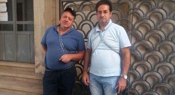 Ragusa. Mariano Ferro e Angelo Giacchi si incatenano al cancello della Prefettura (Guarda il video)