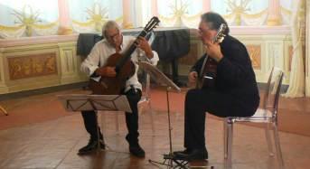 """""""Tiempo de guitarras"""": Le note di Denoth e di Alessi risuonano a palazzo Nicolaci"""