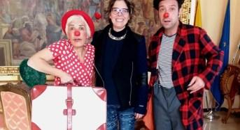 """""""Clown-dottori"""" dell'Ass. Ridolina di Pisa a Canicattini Bagni per donare un sorriso al piccolo Tommy"""