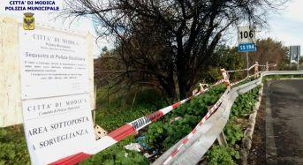 Modica. La Polizia Locale sequestra discarica abusiva di rifiuti speciali e pericolosi su area pubblica