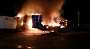 Vittoria. Un incendio divora i mezzi della ditta S.F. Ecology