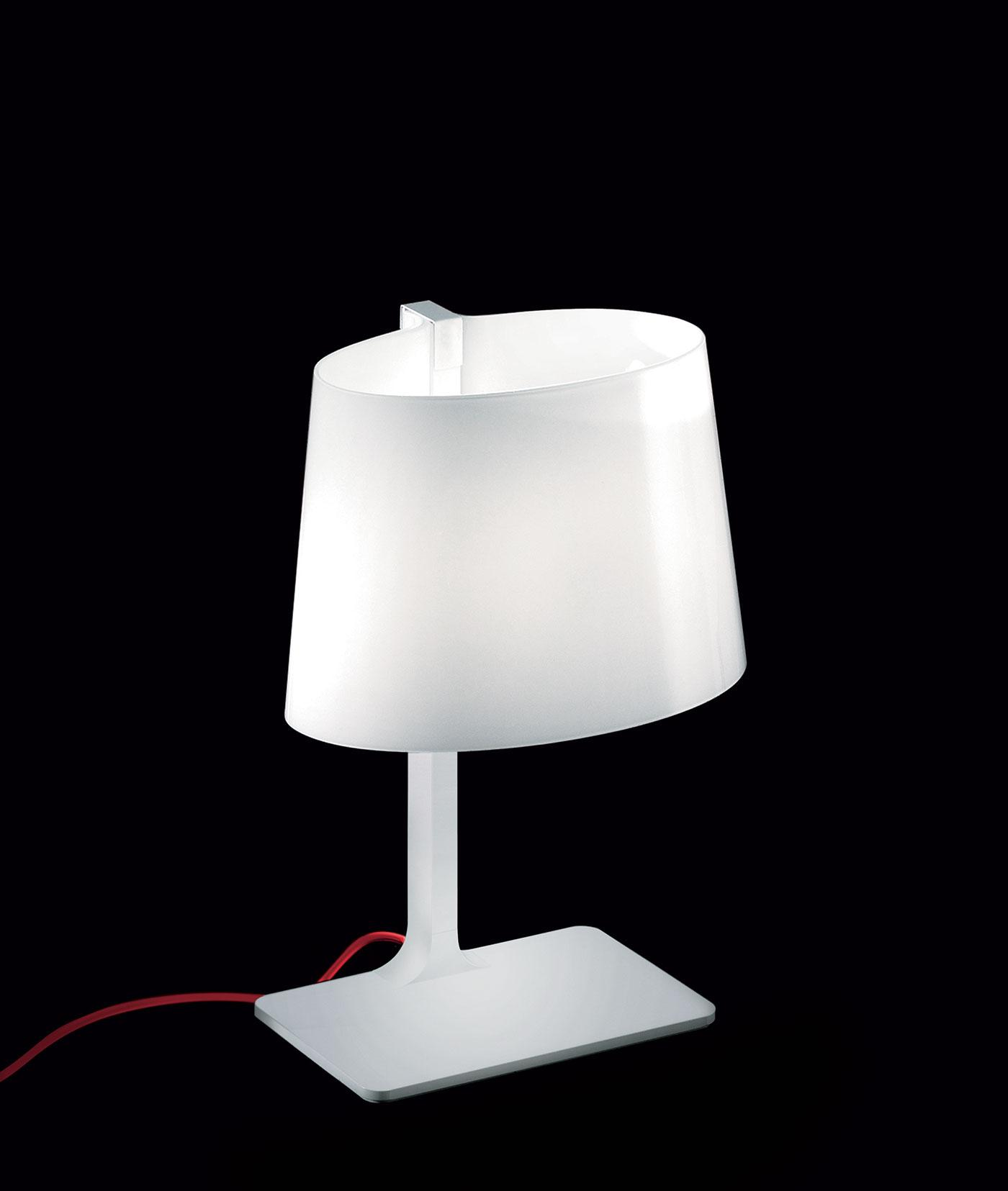 Marlowe lampada da tavolo in vetro soffiato bianco lucido