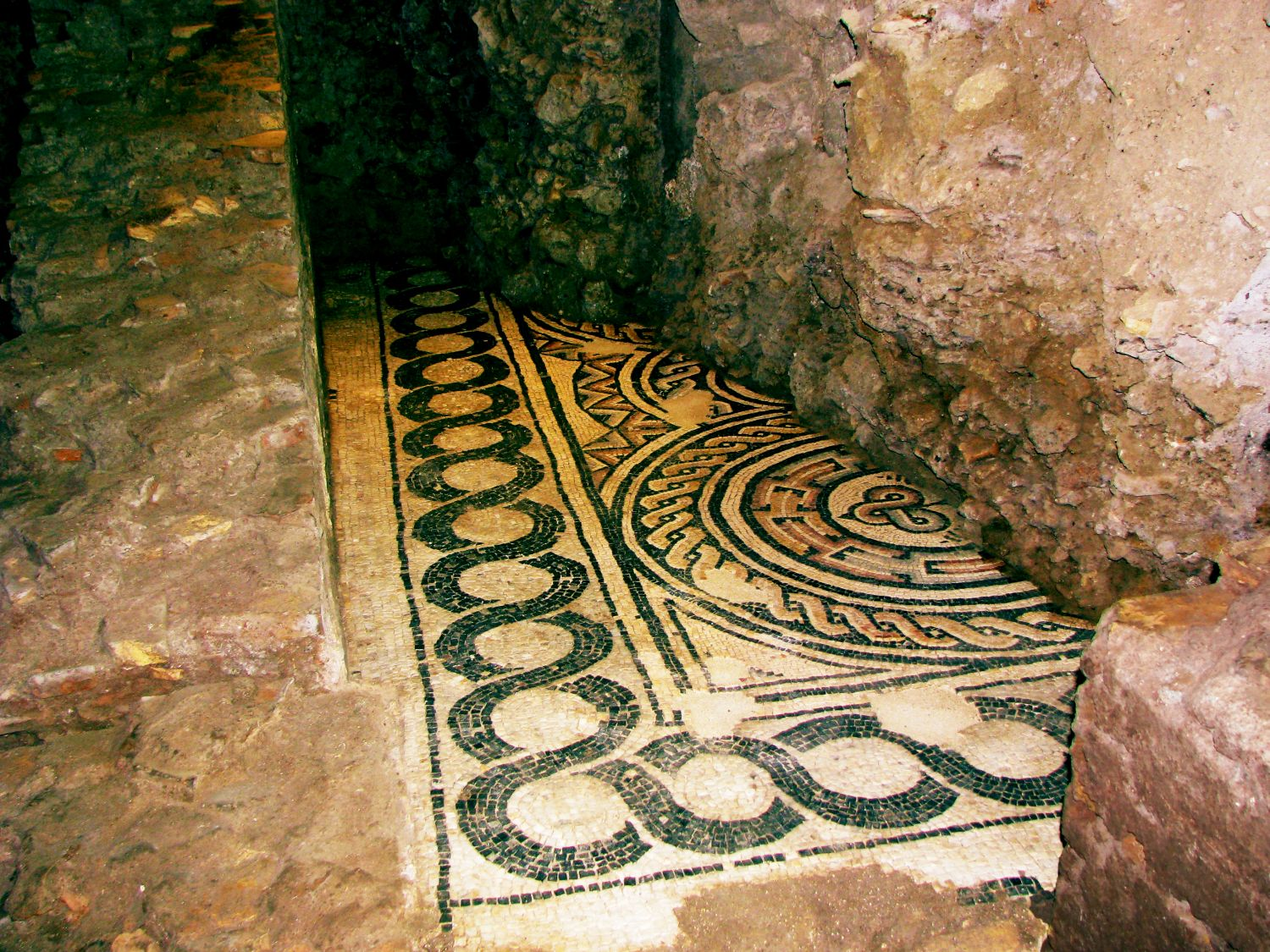 Rome S Maze Of Beautiful Ancient Underground Houses