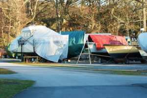 Vältä vahingot veneen vesillelaskussa – huomio nyt erityisesti veden korkeuteen