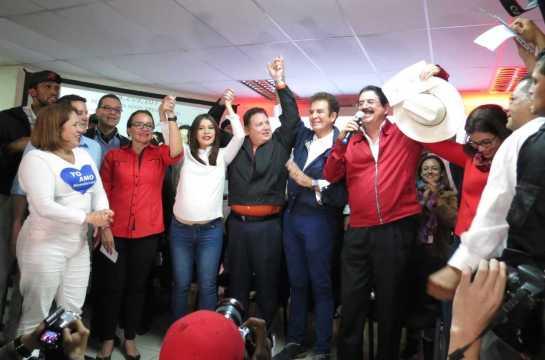 Alleanza d'opposizione festeggia vittoria (Foto G. Trucchi)