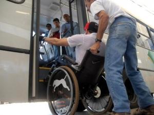 Deficientes ainda sofrem com falta de estrutura adequada (Divulgação)