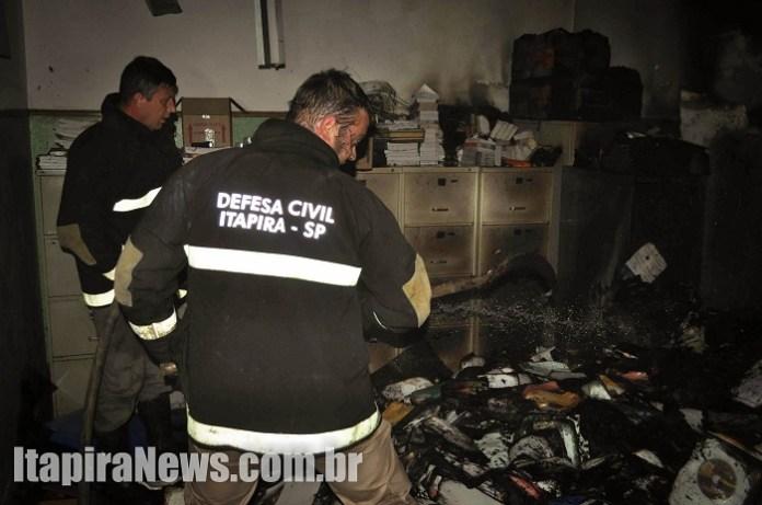 Três salas foram atingidas pelo fogo (Paulo Godoy)