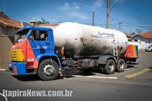 Chamas causaram explosão em caminhão no Centro de Mogi Mirim (Alair Jr)