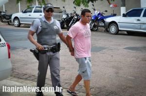 PM Xavier conduz o acusado à Delegacia