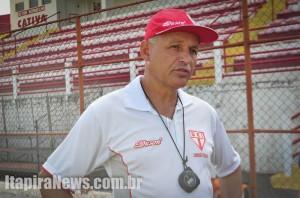 Paulinho Ceará deixa a direção técnica da Vermelhinha