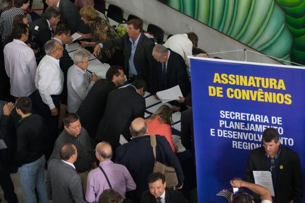 Ao todo, foram assinados 1.622 convênios com 17 secretarias do Governo (Edson Lopes Jr)