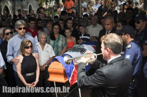 Centenas de pessoas foram dar o último adeus ao ídolo