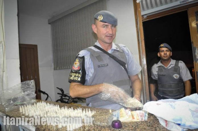 Cocaína, maconha e grana foram apreendidos pela Força Tática