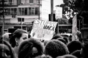 """Protesto em São Paulo, em 2013: """"a culpa nunca é da vítima"""" (Megaphone)"""