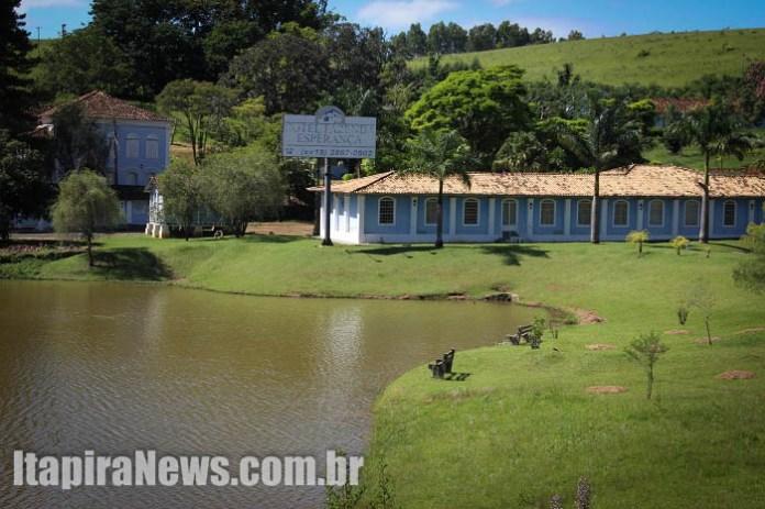 Antes exuberante, Hotel Fazenda agora está entregue ao abandono