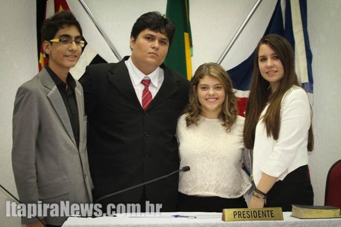 Mesa Diretora é composta por Lucca, José Vitor, Olívia e Brenda