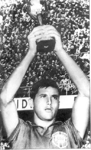 Capitão Bellini em 1958, na conquista do título mundial histórico