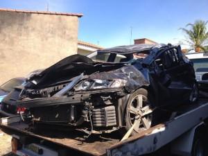 Carro ficou irreconhecível após grave acidente (Rodrigo Dias Braga-/Portal Mogi Guaçu)