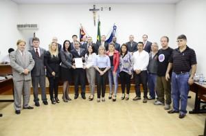 Representantes do Iesi estiveram na Câmara Municipal (Divulgação)