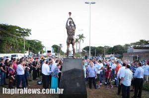 Grande público acompanhou a entrega da homenagem